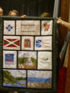 Tapiz bordado por la asociación de Mujeres de Plasentia (con un error en le diseño de la ikurriña)