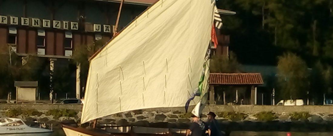 """Botadura del """"Elai"""", velero clásico restaurado"""